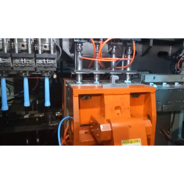 Single station toggle blow molding machine