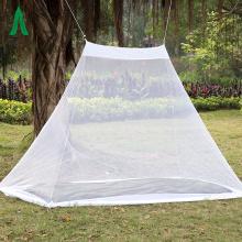 Tienda de campaña al aire libre con mosquitera