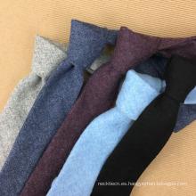 Corbata plana hecha a mano de Tweed Silm para hombre