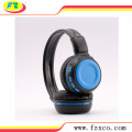 Nirkabel Bluetooth pada telinga headphone