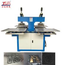 Machine à embosser automatique pour étiquettes en cuir