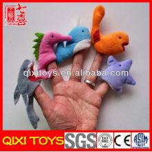 Les jouets d'animaux de mer de dernier modèle font des marionnettes en peluche et une histoire en feutre
