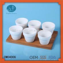 Weiße Keramikschale, Keramikbecher mit Bambusschale, Espressotassen mit Holztablett