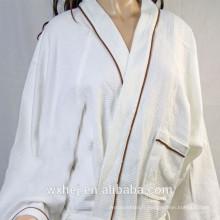 Peignoir en kimono gaufré blanc en poly coton blanchi avec passepoil de couleur