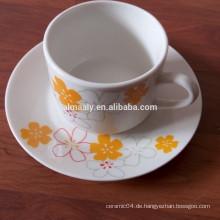individuell bedruckte Teetassen und Untertassen