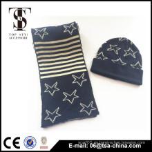 Material 100% acrílico y estilo medio gorrita tejida jacquard beanie de la bufanda