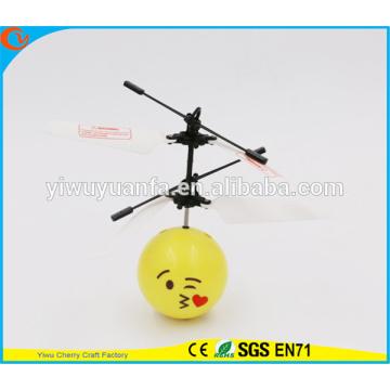 Горячая Продажа интересные мини летающий мяч игрушка поцелуй emoji лицо Хели мяч Рождественский подарок для малыша