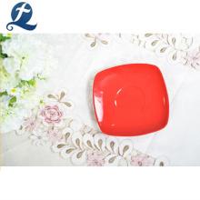 Vente en gros haute résistance à l'usure couleur rouge carré tasse à thé en céramique et soucoupe