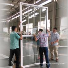Распашные окна, одно верхнее подвесное окно для туалета или двойное