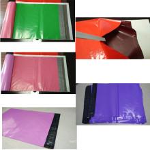 Bolsa de plástico de color liviano con precinto adhesivo