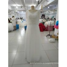 Simple vestido blanco de la boda de la envoltura con los envolturas que rebordean