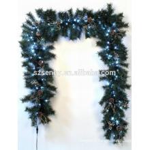Twig a illuminé les couronnes de Noël en plein air