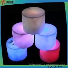 A vela sem chama colorida nova do diodo emissor de luz ilumina-se com bateria