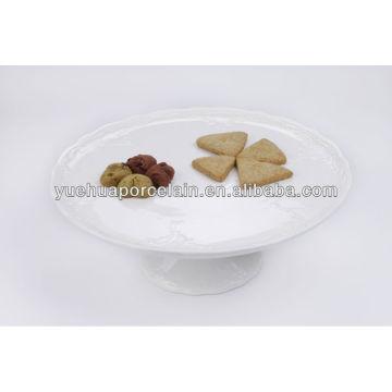 Белая керамическая подставка для тортов