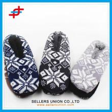 Men's Fashion Winter Indoor Snow Print Jacquard Anti-slip Home Slipper for wholesale