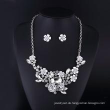 Clear Crystal Rose und Rabbit Sharp Halskette für Frauen eingestellt