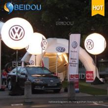 Moviendo los globos del LED que iluminan la publicidad Globo inflable del soporte del trípode