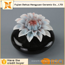 Heiße Verkaufs-schwarze keramische Duftstoff-Flasche mit Blumen-Kappe