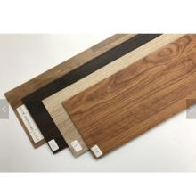 piso de tábuas de madeira de plástico