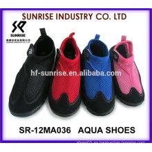 SR-12MA036 El neopreno vendedor caliente que practica surf calza los zapatos del agua de los zapatos del agua que practica surf calza los zapatos del agua
