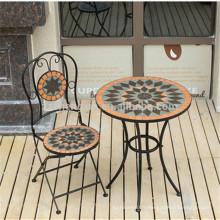 Table de jardin en mosaïque et chaise pliante en mosaïque