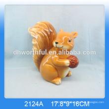 Neue Ankunft! Preiswerte reizende keramische Eichhörnchendekoration für Hauptdekor