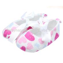 Zapatos rosados del vestido del bebé del corazón Zapatos de lujo de las muchachas del niño del invierno
