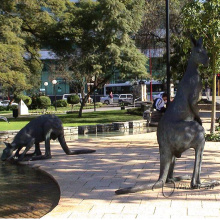 Grande escultura de bronze de estátua de canguru