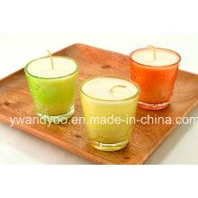 Bougie parfumée de soja dans le verre coloré