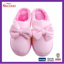 Pantoufles d'hiver en satin de couleur rose pour les filles