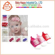 Chaussures de sport pour enfants et de jolies fleurs de chaussures de bébé