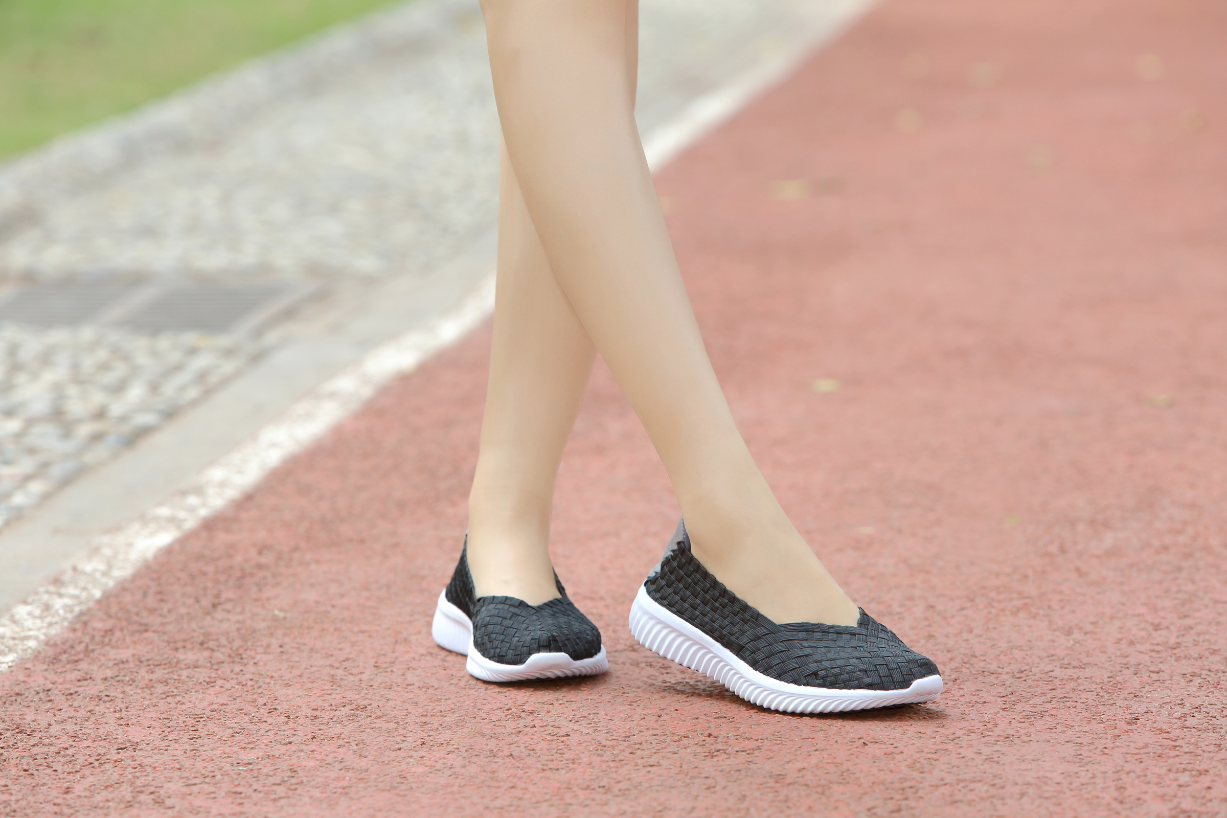 Breathable Mesh Lining Woven Shoes