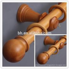Roda de madeira natural estilo clássico
