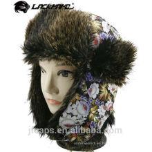 Las señoras de encargo falsifican el sombrero peludo del trampero del sombrero del invierno