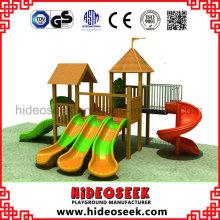 Hölzerne Spielplatzgeräte mit Plastikschlitten