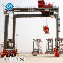 Hohe Qualität Gummi Reifen Container Straddle Carrier 40t im Hafen verwendet