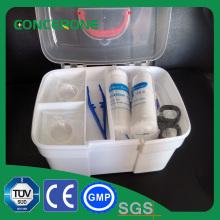Plastikmedizinischer Kasten der ersten Hilfe Innen, draußen