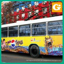 Etiqueta do veículo no ônibus grande para a propaganda