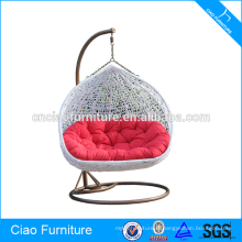 Chaise accrochante de rotin d'osier de meubles extérieurs