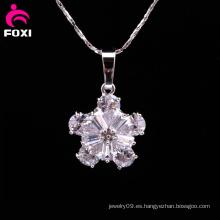 Colgante de forma de flor de moda con piedras preciosas