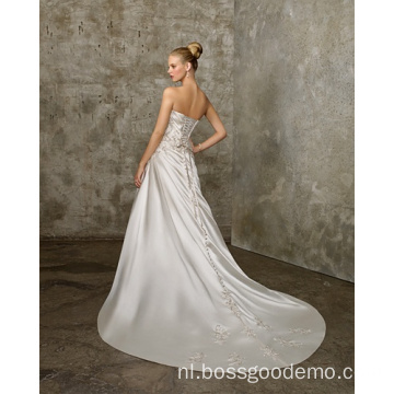 A-lijn Sweetheart Cathedral Train Satin Criss-Cross Beading Wedding Dress