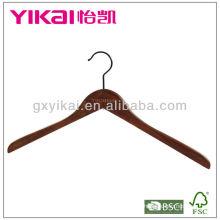 Cabide de madeira marrom antigo da camisa