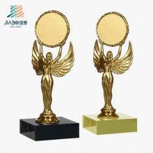 Trofeo de encargo de Nika del oro los 16cm del bastidor de la aleación de la venta superior para la promoción