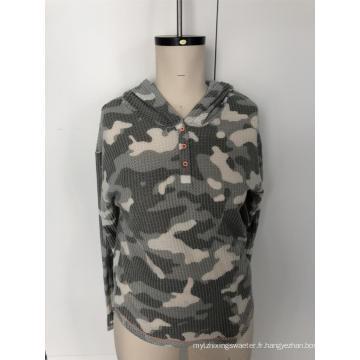 Pull à capuche à boutons camouflage