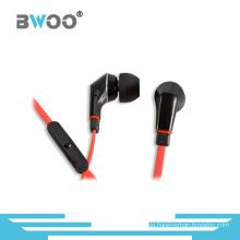 Auricular estéreo con micrófono en la oreja y control de volumen