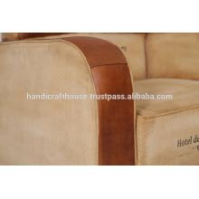 Sofá de cuero antiguo de la vendimia del cuero y de la lona
