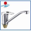 Одиночная ручка с хромированной кухонной раковиной Смеситель для воды (ZR22005-A)