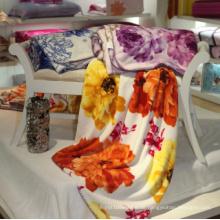 Coral Fleece Blanket mit gesperrter Kante