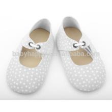 Los zapatos infantiles de calidad superior de los bebés de los zapatos de cuero calzan al por mayor