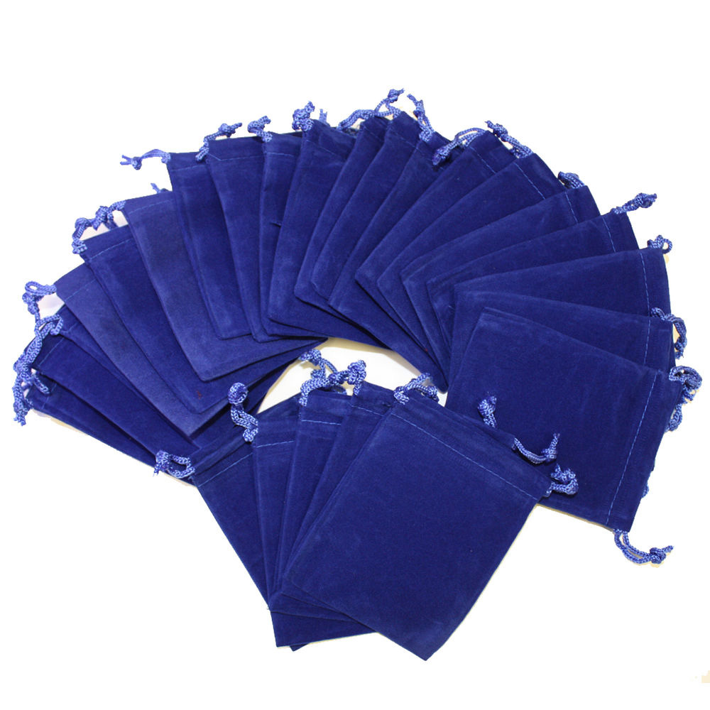 Drak blue velvet pouch with blue string
